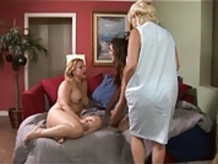 Mom And Grandma Teach Teen To Eat Pussy